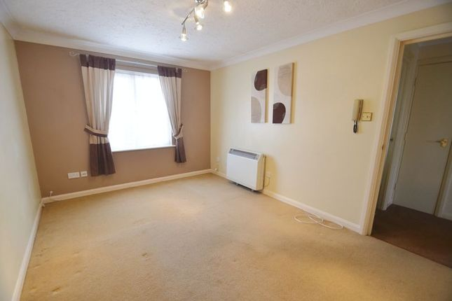 Photo 5 of Fantastic One Bedroom, First Floor Apartment, The Hythe, Chickerell DT3