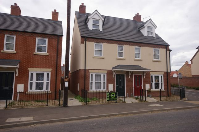 Thumbnail Town house to rent in Station Street, Holbeach, Spalding