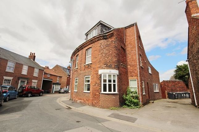 3 bed terraced house to rent in Millgate, Selby YO8