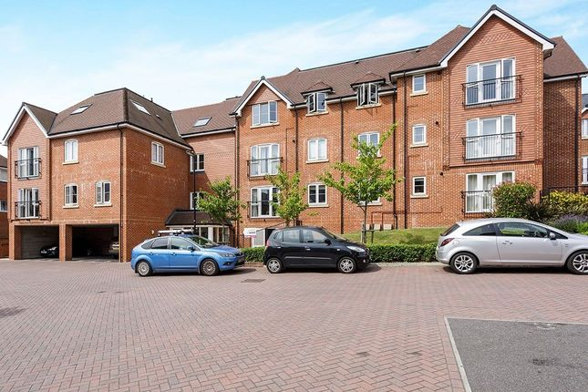 Thumbnail Flat to rent in Oasthouse Drive, Horndean, Waterlooville