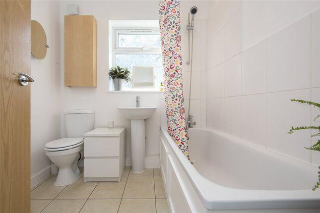 Bathroom of Farleigh Road, London N16