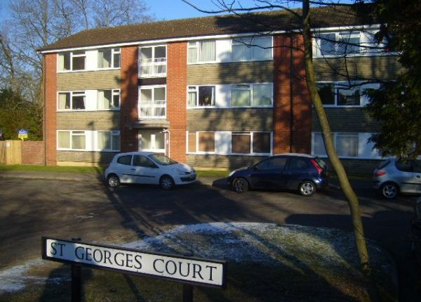 2 bed flat to rent in London Road, East Grinstead