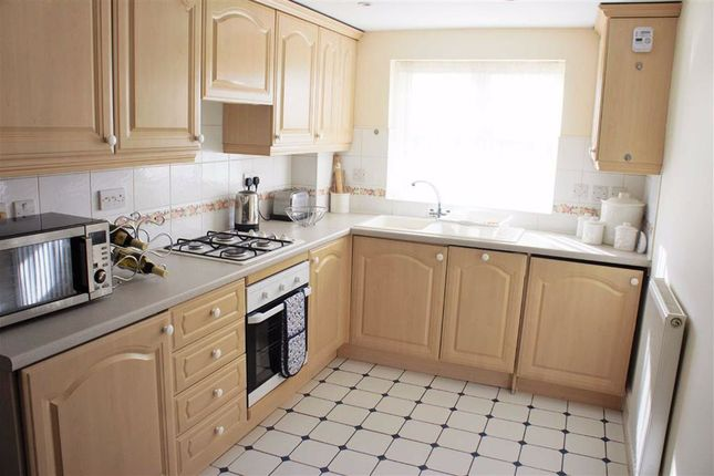 2 bed flat to rent in Arderne Place, Alderley Edge, Cheshire SK9