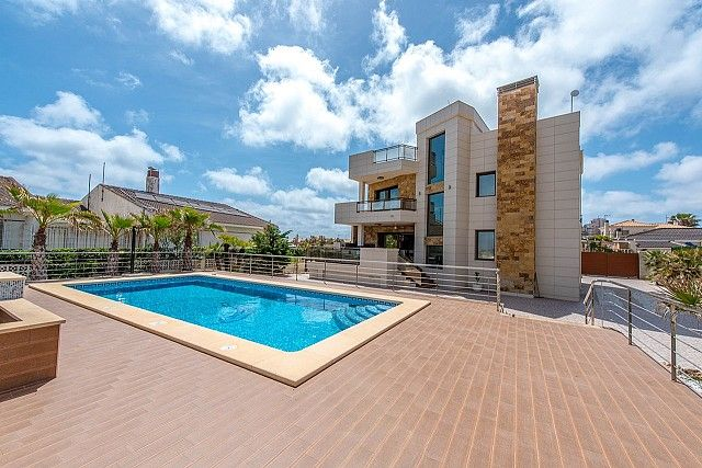 Thumbnail Villa for sale in Torrevieja, Valencia, Spain