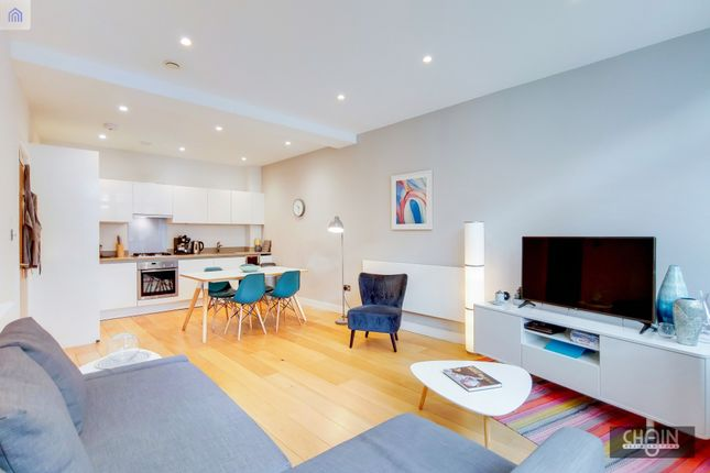 Flat for sale in Holloway Road, London