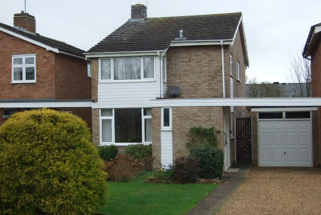 3 bed detached house to rent in Vicarage Street, Woburn Sands
