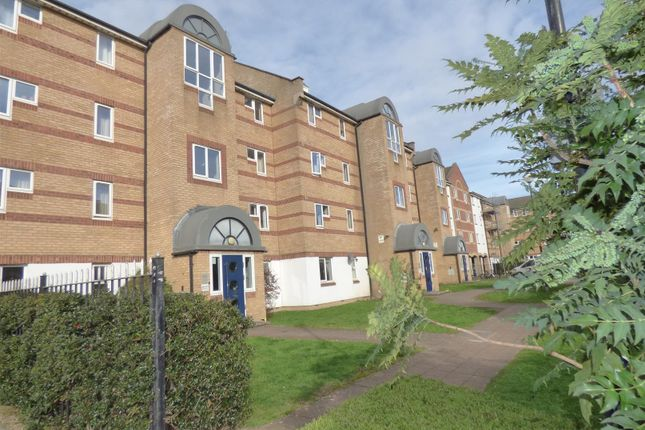 Thumbnail Property for sale in Dunnage Crescent, London