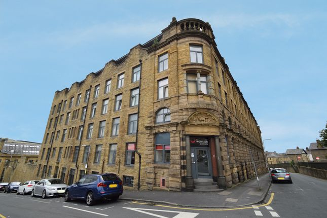 Thumbnail Flat to rent in Grattan Road, Bradford