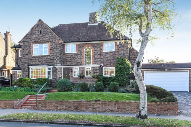 Thumbnail Detached house for sale in Manor Way, South Croydon