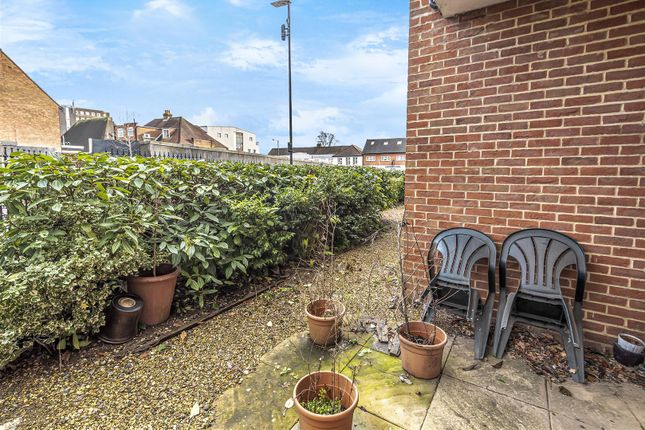 Windsor House of Pynnacles Close, Stanmore HA7