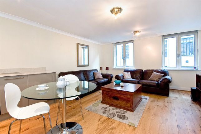 2 bed flat to rent in Carthusian Street, London EC1M