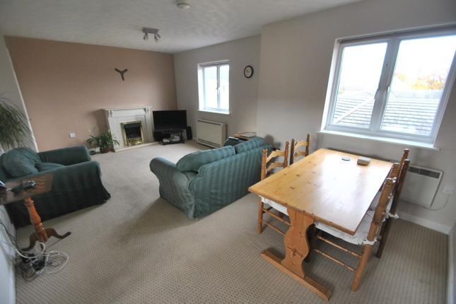 Flat for sale in Lloyd Close, Cheltenham
