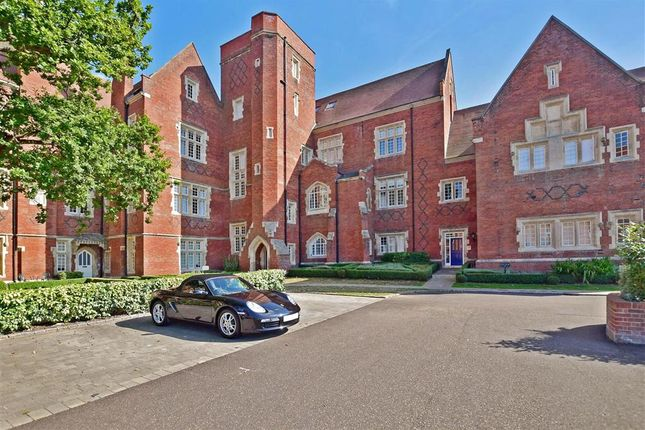 Thumbnail Flat for sale in Tudor Court, Brentwood, Essex