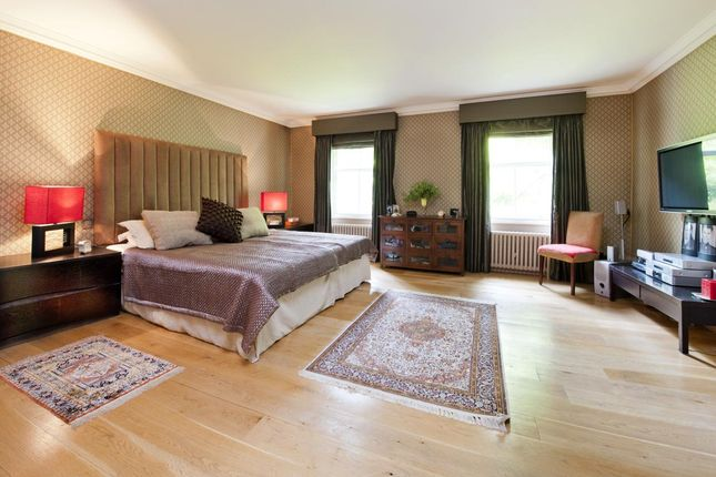Bedroom of Kensington Square, Kensington, London W8