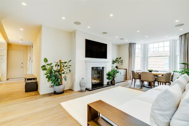 3 bed flat for sale in Sutton Court, London W4