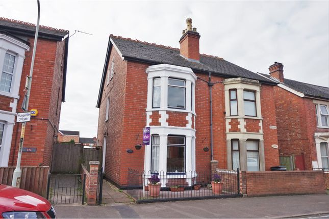 Thumbnail Town house for sale in Linden Road, Gloucester