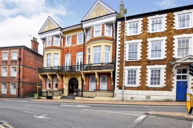 2 bed flat for sale in High Street, Wellingborough, Northamptonshire NN8