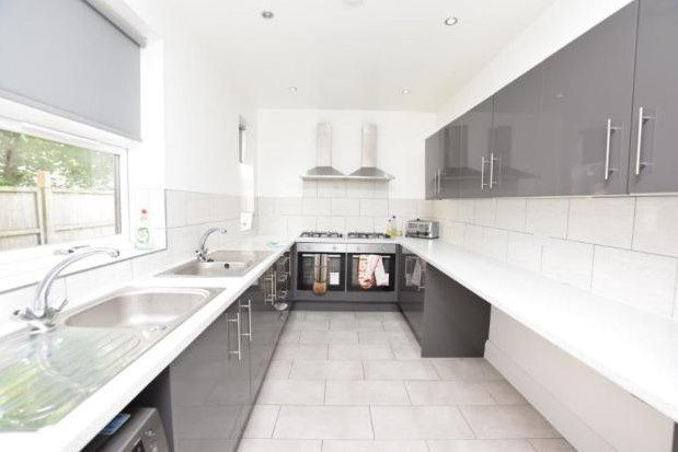 Room to rent in 287 Abbeydale Road, Sheffield S7