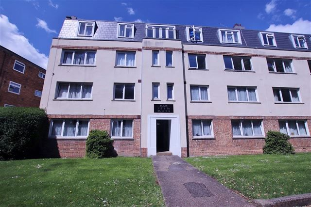 Thumbnail Flat to rent in Park Mansions, Magdala Road, Cosham, Portsmouth, Hampshire