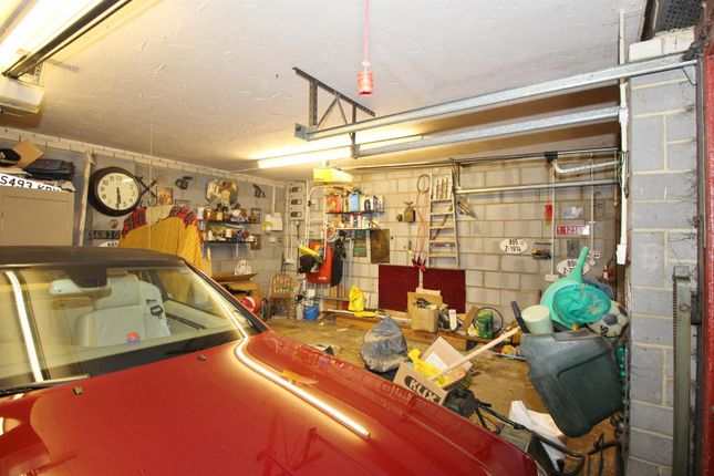 Garage of Newlands Lane, Meopham, Gravesend DA13