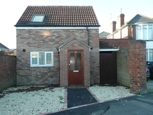 2 bed semi-detached house to rent in Alexandra Road, Leamington Spa CV31