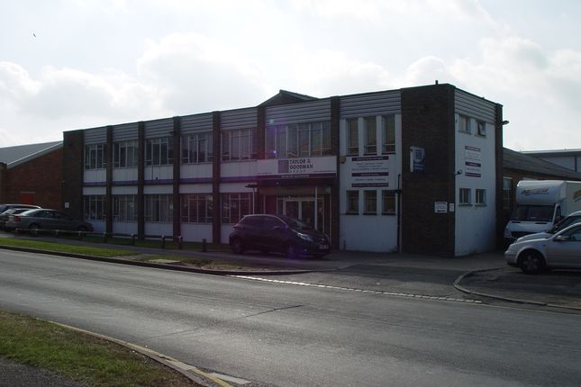 Thumbnail Warehouse to let in Cradock Road, Reading