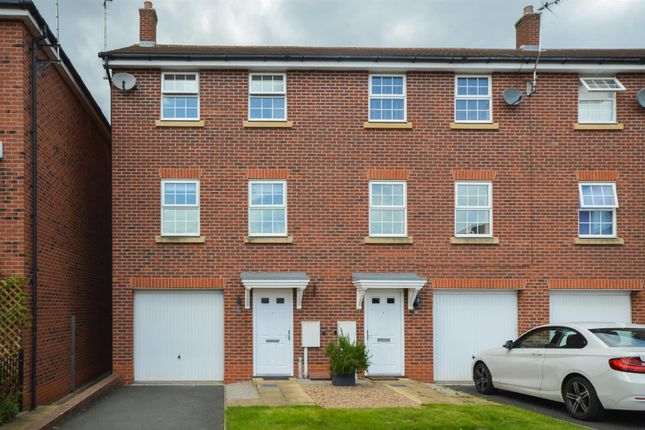 3 bed town house to rent in Swindale Close, Gamston, Nottingham NG2
