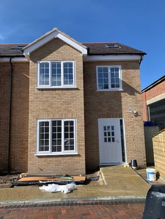 Thumbnail Semi-detached house to rent in Langley Road, Slough
