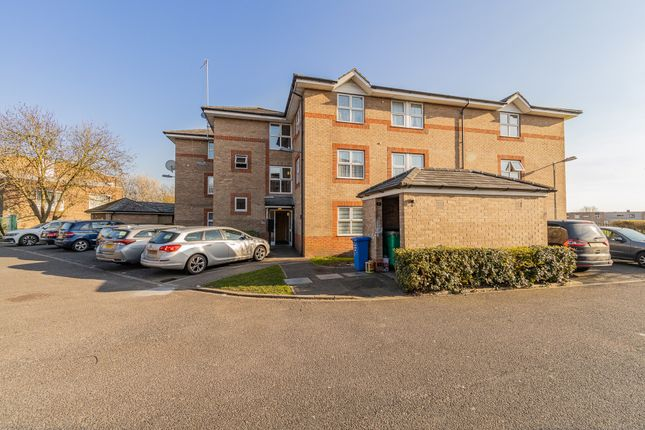 Thumbnail Flat for sale in Garner Court, Douglas Road, Staines-Upon-Thames