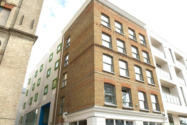 Thumbnail Flat to rent in Turnmill Street, Farringdon, London