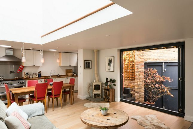 3 bed detached house for sale in Pearcefield Avenue, London