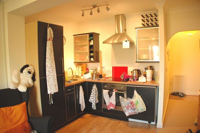 Thumbnail Flat to rent in Golfside Place, Epsom