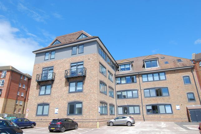 Thumbnail Flat to rent in Medway Wharf Road, Tonbridge