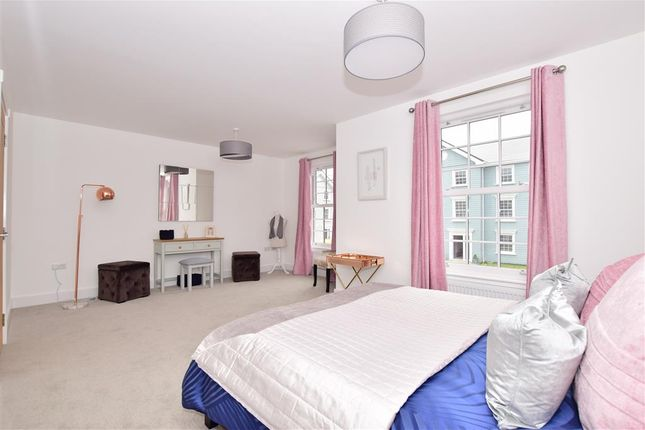Thumbnail End terrace house for sale in Radnor Park Avenue, Folkestone, Kent