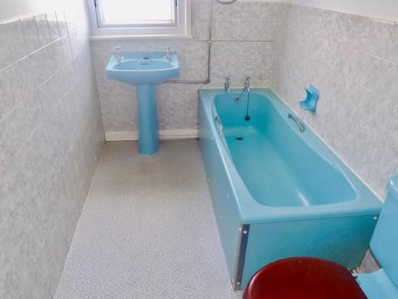 Bathroom of Flat G, 376 Talbot Road, Blackpool, Lancashire FY3