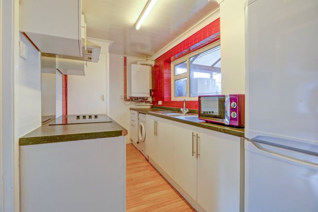 Thumbnail Terraced house for sale in Waldegrave, Basildon