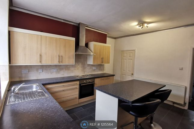 2 bed flat to rent in Towneley Street, Burnley BB10