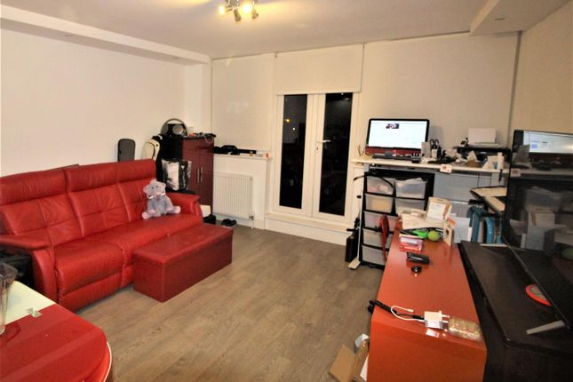 Thumbnail Property to rent in Hadley Parade, High Street, Barnet