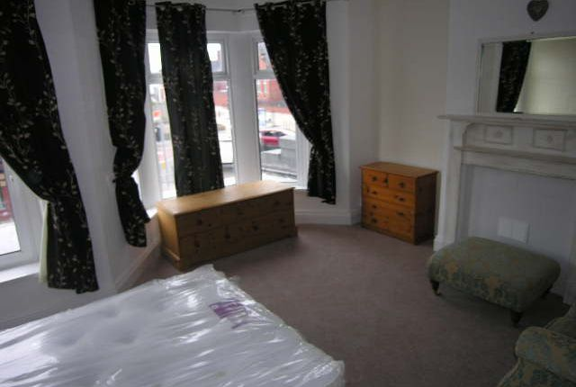 Thumbnail Maisonette to rent in Crwys Road, Cathays