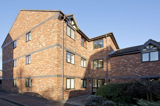 2 bed flat to rent in Rectory Park Court, Rectory Road, Sutton Coldfield, West Midlands