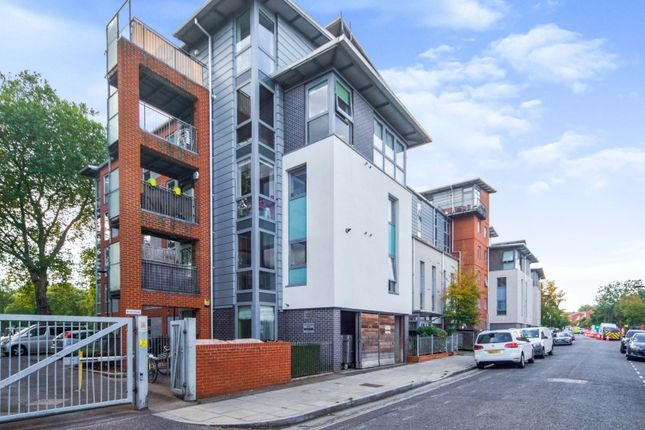 3 bed flat for sale in 142 Southwold Road, London E5