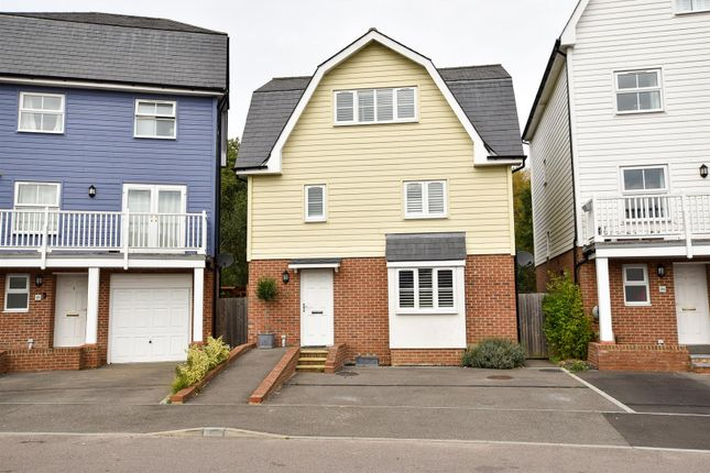 4 bed detached house to rent in Carmelite Road, Aylesford ME20