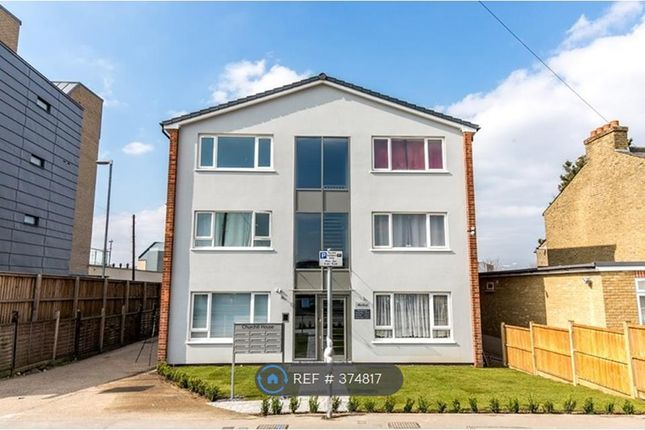 Studio to rent in Trout Road, West Drayton
