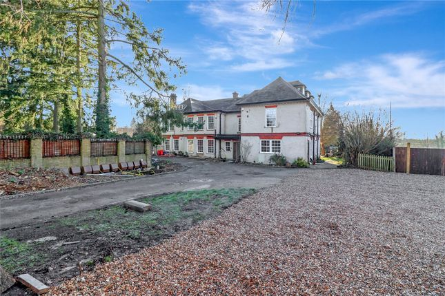 Thumbnail Flat for sale in Chipperfield Road, Kings Langley