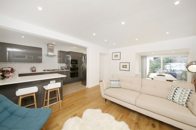 Thumbnail Bungalow for sale in Cokers Lane, Dulwich
