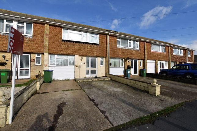 3 bed shared accommodation to rent in St. Peters Avenue, Telscombe Cliffs, Peacehaven BN10
