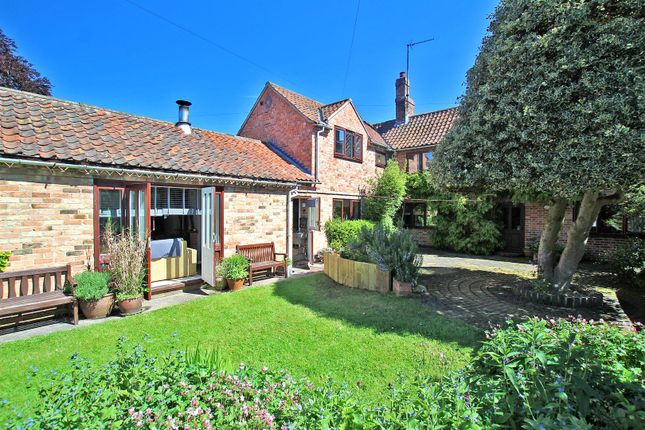 Thumbnail Cottage for sale in Main Street, Lowdham, Nottingham
