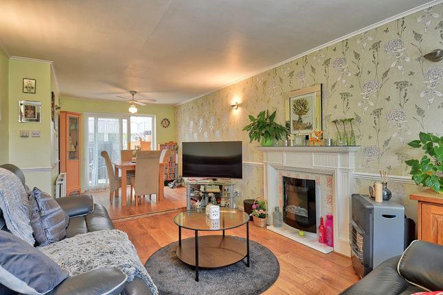 Lounge of Burns Drive, Dronfield S18