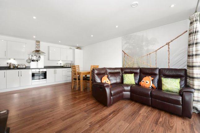 Thumbnail Flat for sale in Ealing Road, Brentford
