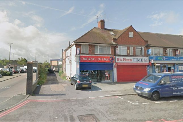 Thumbnail Flat to rent in Hampton Road West, Hanworth, Feltham